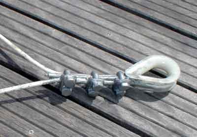 Une boucle en acier - Serre cable acier ...